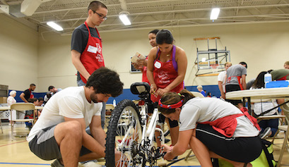 Class of 2020 collaborates in Bicycle Build; more service projects kick off academic year